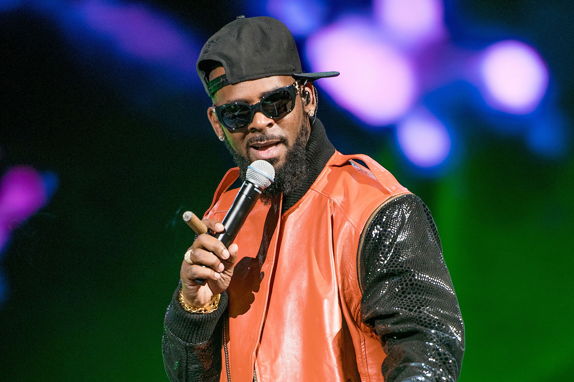 R. Kelly's Singing Competition At Hot Dog Stand - Dish ...