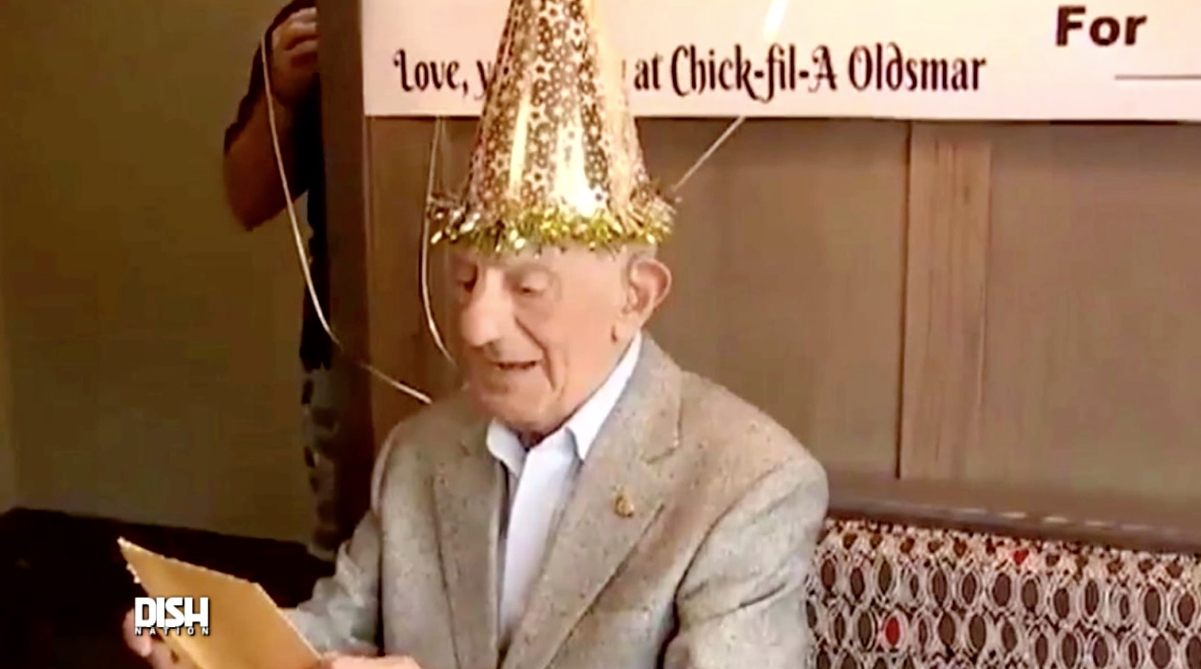 Fil A Gifts 100 Year Old Man En Sandwiches For Life Shade Or Love